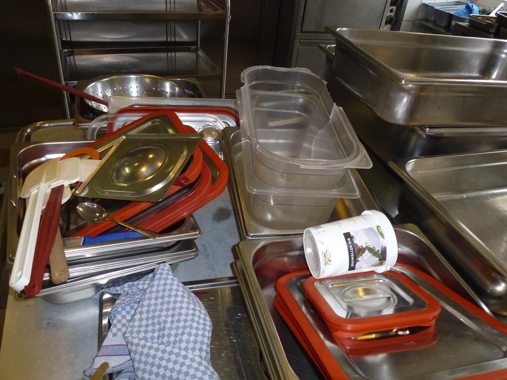 Küchenarbeiten im Wohnheim Zürichberg